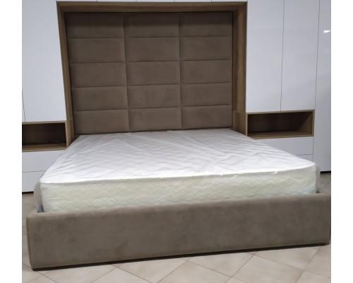 Двуспальная кровать с мягким изголовьям   М-19