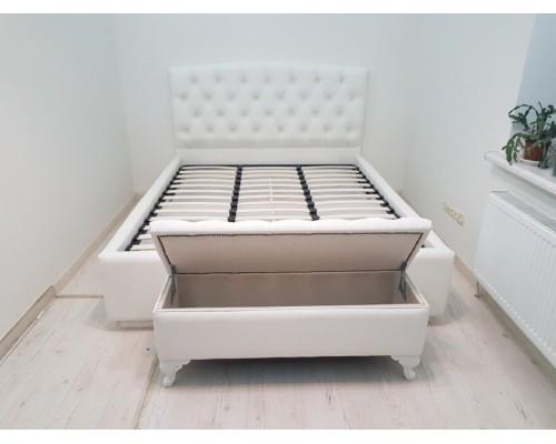 Мягкая белая двуспальная кровать М-14